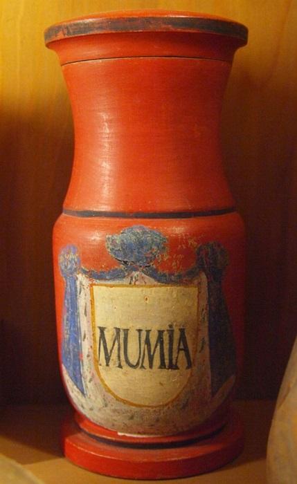 Из мумий делали коричневую краску. | Фото: flytothesky.ru.
